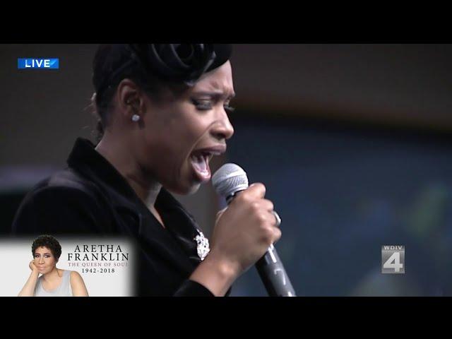 Jennifer Hudson e Stevie Wonder fazem homenagem a Aretha Franklin em funeral   assista!  fa72debf2eb