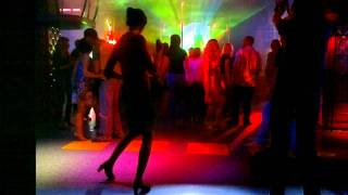 Девушка танцует в клубе(Девушка танцует., 2011-06-18T08:09:54.000Z)