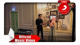Video Fatin feat. TheOvertunes - Kaulah Kamuku (Official Music Video) download MP3, 3GP, MP4, WEBM, AVI, FLV Desember 2017
