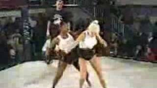 TWO SERIOUSLY HOT GIRLS CATFIGHT WHITE VS BLACK - WHO WINS?
