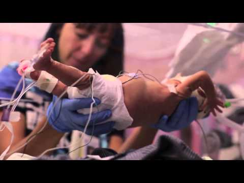 Clip cảm động của người cha dành tặng cậu con trai sinh non 3 tháng rưỡi