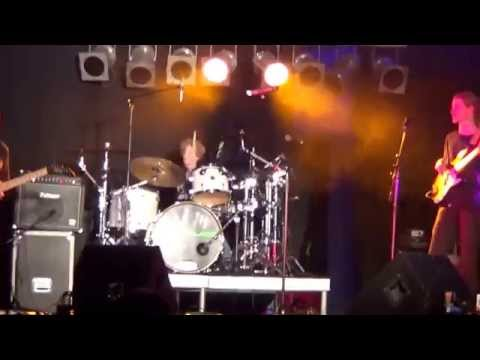 Rock and roll all night (KISS) cover Live at the Bridgeway Hotel Adelaide - 9 year old on drums Mp3