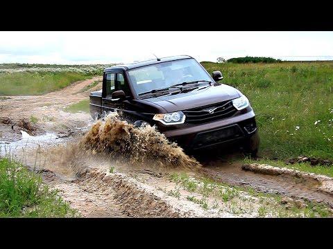 УАЗ Пикап на сельской дороге