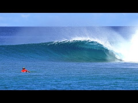Surfing Naladhu Private Island Maldives with Tropicsurf
