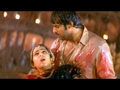 Pournami Sentiment Scenes - Charmi Death Scene - Prabhas, Charmi