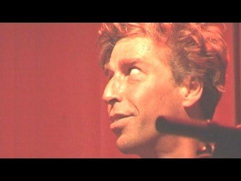 Maarten van Roozendaal sings: 'Don't save me' (Red mij niet)