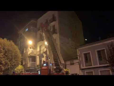 Los bomberos retiran un nido de velutina en la Avenida de Buenos Aires 23 8 19