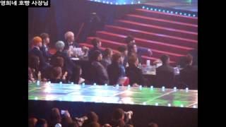 [160114/엑소/방탄소년단] 서울가요대상 아이콘 분들 무대보는 엑소, 방탄소년단