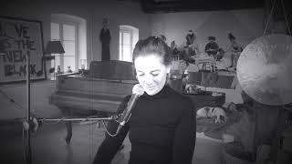 Antonia von Romatowski – Nur Einmal