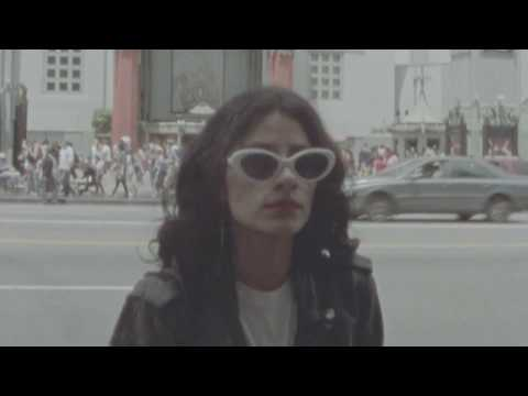 Pauly - Watch L.A. WITCH new video for Baby in Blue Jeans
