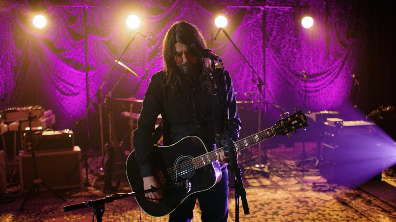 """Dave Grohl Tells the Story of How He Wrote """"Everlong"""""""