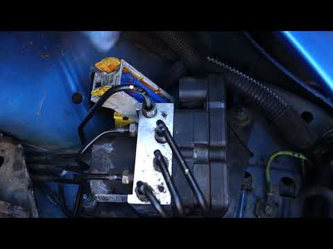 Peugeot 206 ABS pump replacement – Part 2: Fitting new pump