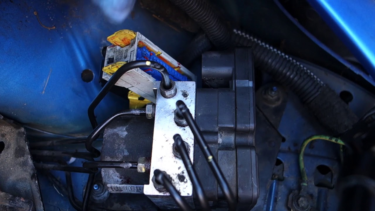 Peugeot 206 ABS pump replacement - Part 2: Fitting new pump