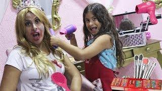 MARIA CLARA E JP BRINCAM DE SALÃO DE BELEZA - Pretend play hair salon toy beauty salon