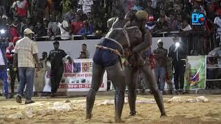 Drapeau Touti Ndiaye : Youssou Ndour triomphe sur Boy Sèye 2
