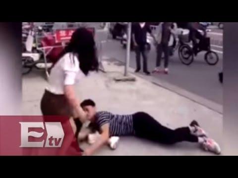 China: Joven le suplica en el suelo a su novia que no lo deje / Yuriria Sierra