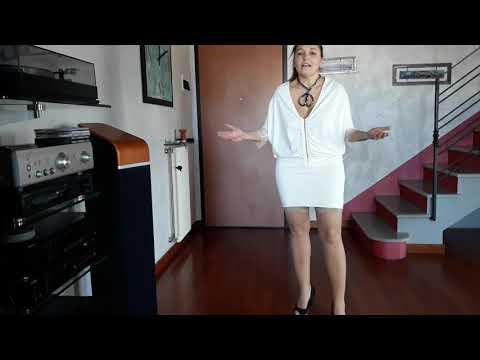 Simona prova le calze autoreggenti velatissime Wooti Romana 8 denari color naturale