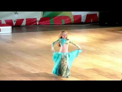 اصغر راقصة في العالم thumbnail