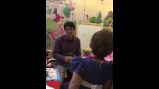 Урок китайского языка для детей(Сегодня Аделине 2года .Она изучает китайский язык с жителем о.Хайнань .Не могу сказать что ей это нравится..., 2016-03-13T13:13:36.000Z)