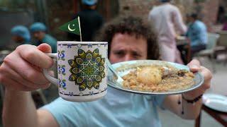 Probando comida callejera en PAKISTÁN 🇵🇰🐓