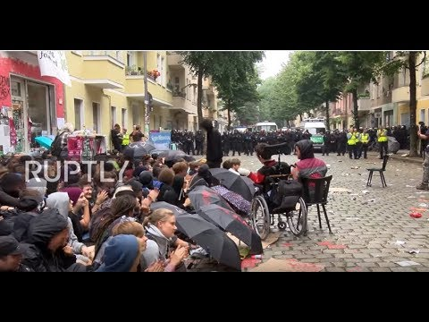 Germany: Riot police clash with protesters delaying Berlin eviction