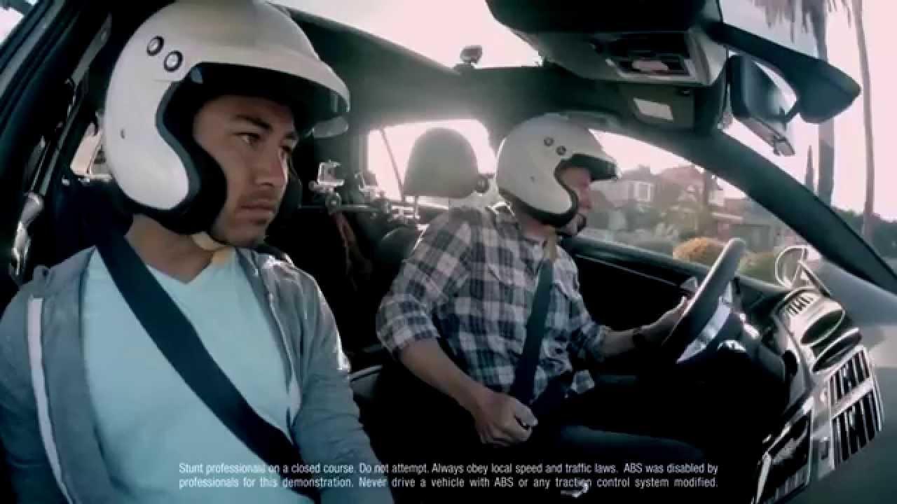 VW cola 80 câmeras no Golf GTI para fazer vídeo interativo