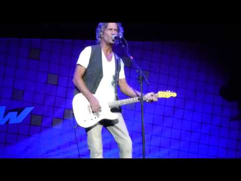 Billy Squier, Lonely Is The NightIn The Dark, 92014, at Honda Center
