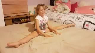 Как сделать дома детям разминку для художественной гимнастики(Художественная гимнастика для начинающих.Как сделать дома детям разминку для художественной гимнастики., 2016-09-03T22:53:24.000Z)