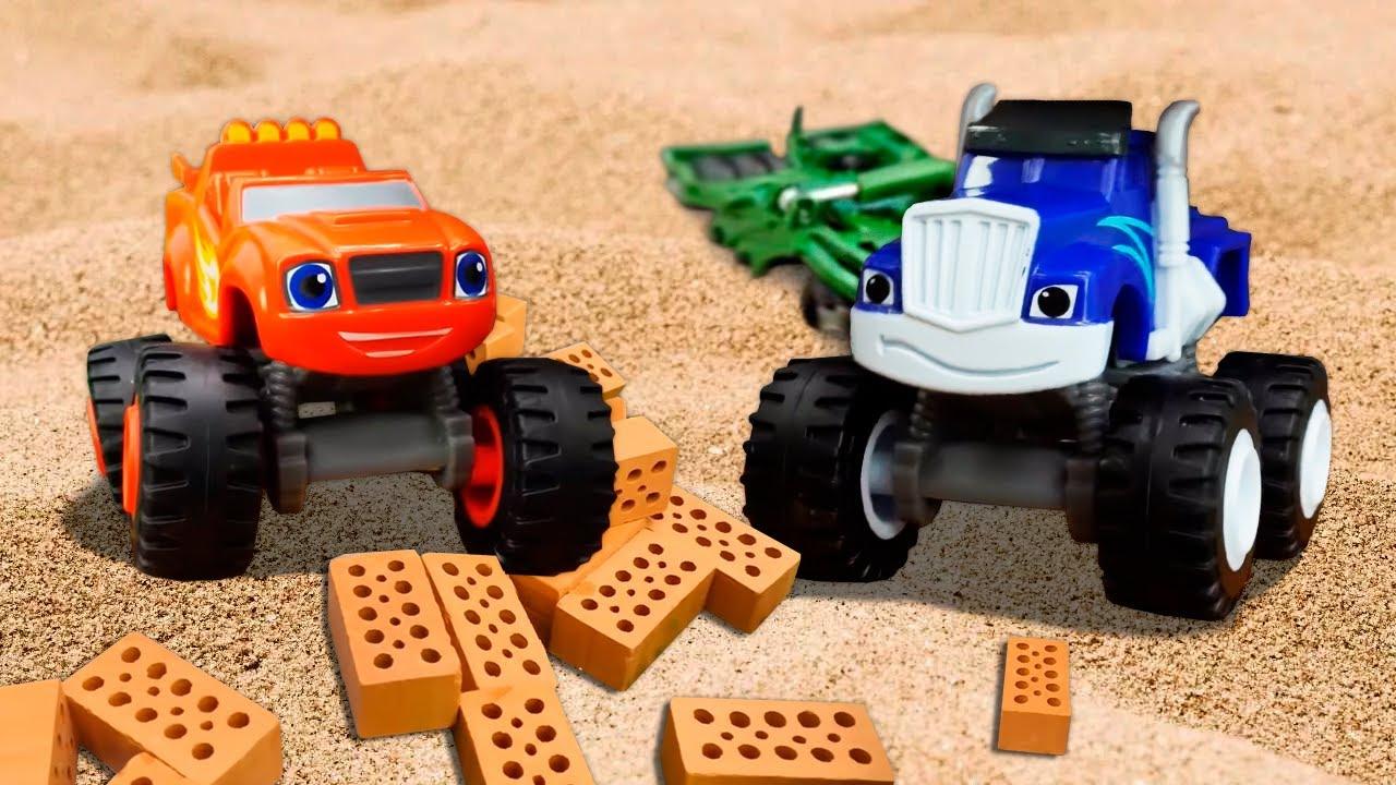 Blaze y Crusher destruyen la casa de Mater. Coches de juguete en español.