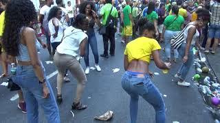 BRAZILIAN GIRLS DANCE AT BRAZILIAN CARNIVAL PARADE 2018 - BRAZILIAN GIRLS DANCE TO SAMBA MUSIC