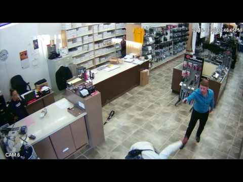 Salesman uses pepper spray against attacker San Diego
