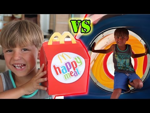 🍔 Happy Meal Toy vs McDonald's Playground - Family in Italy