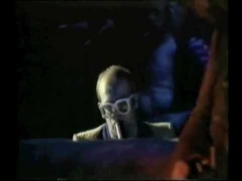 Elton John - Funeral for a Friend/Love Lies Bleeding (1976) Live at Earl's Court, London