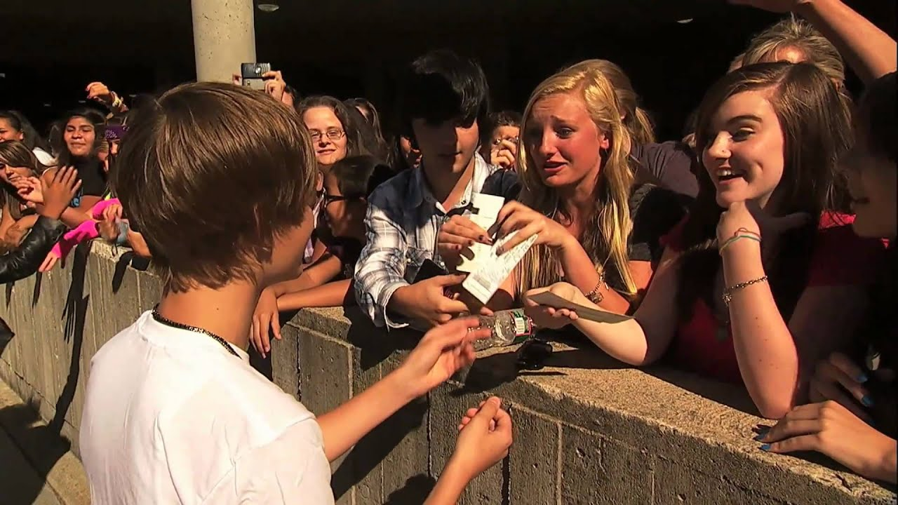 Justin Bieber Giving Tickets For Never Say Never 3d Movie To Random