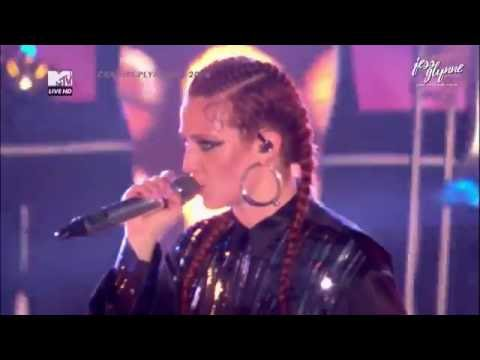 Jess Glynne - Right Here (Live at MTV Crashes Plymouth 2016)