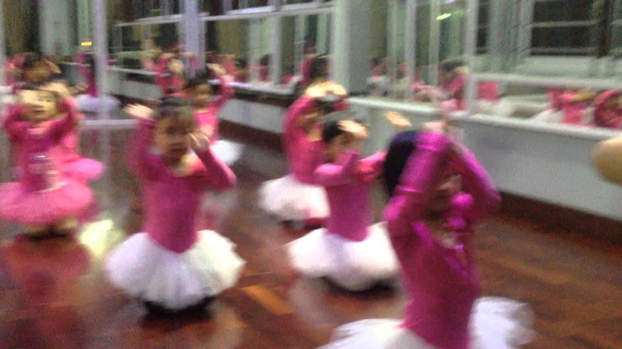 Buổi tập bài cơ bản của Lớp múa nhỏ – 3 tuổi