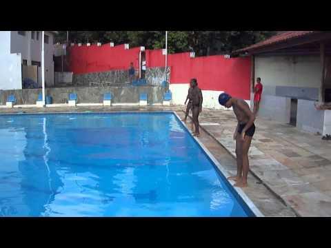 Mergulhando em piscinas fundas 2