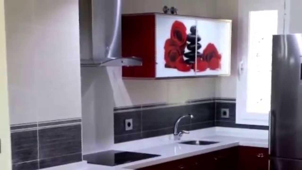 Cocinas combinadas con puertas luxe y encimeras de - Cocinas con encimeras de granito ...