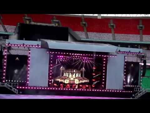 UK Welcome Modi: At Wembley Stadium Alisha Chinai - Made in India