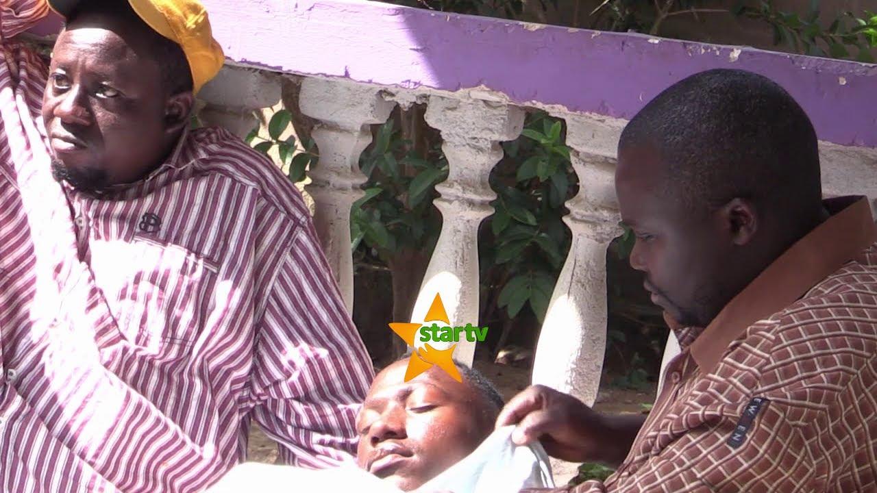 Download WAKUKURUPUKA BROTHER K AINGIA MKENGE BAADA YA KUAMBIWA AKAMPE MOYO RAFIKI YAKE ANAYEUGULIWA MTOTO.