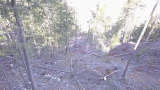 Vol en drone dans une ligne de câble-grue