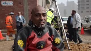 بالفيديو :غواص الصرف الصحي رجل يبحث عن لقمة العيش في اعماق مخلفات البشر