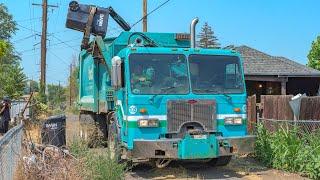 Peterbilt 320 - Heil DuraPack 7000 Garbage Truck