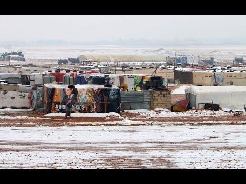 -الجبهة الثلجية- تزيد من معاناة اللاجئين في مخيم الركبان  - 18:56-2019 / 1 / 16