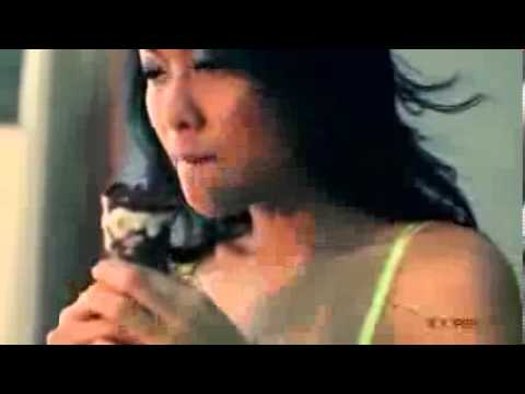 Aksi Devi Liu Bermesraan dengan Teddy Bear