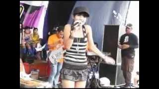 Cute Indonesian Dangdut Singer - Edot of Romansa.mp4