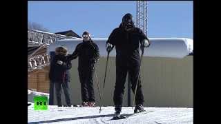 Repeat youtube video Владимир Путин прокатился на лыжах в Сочи