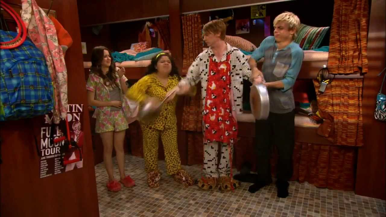 who is dez from austin and ally dating