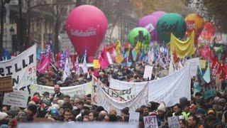 Una huelga masiva desafía la principal reforma de Macron