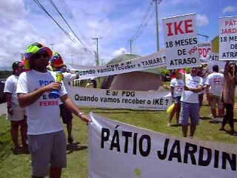 PDG realty -  Pode De Garantir Manifestação em frente ao stand da PDG na Paralela   11 03 2012